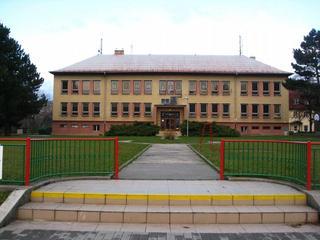 Základní a mateřská škola Chvalčov