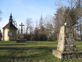 Starý hřbitov v městském parku Zahájené